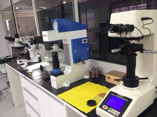 Calibração de microdurômetro